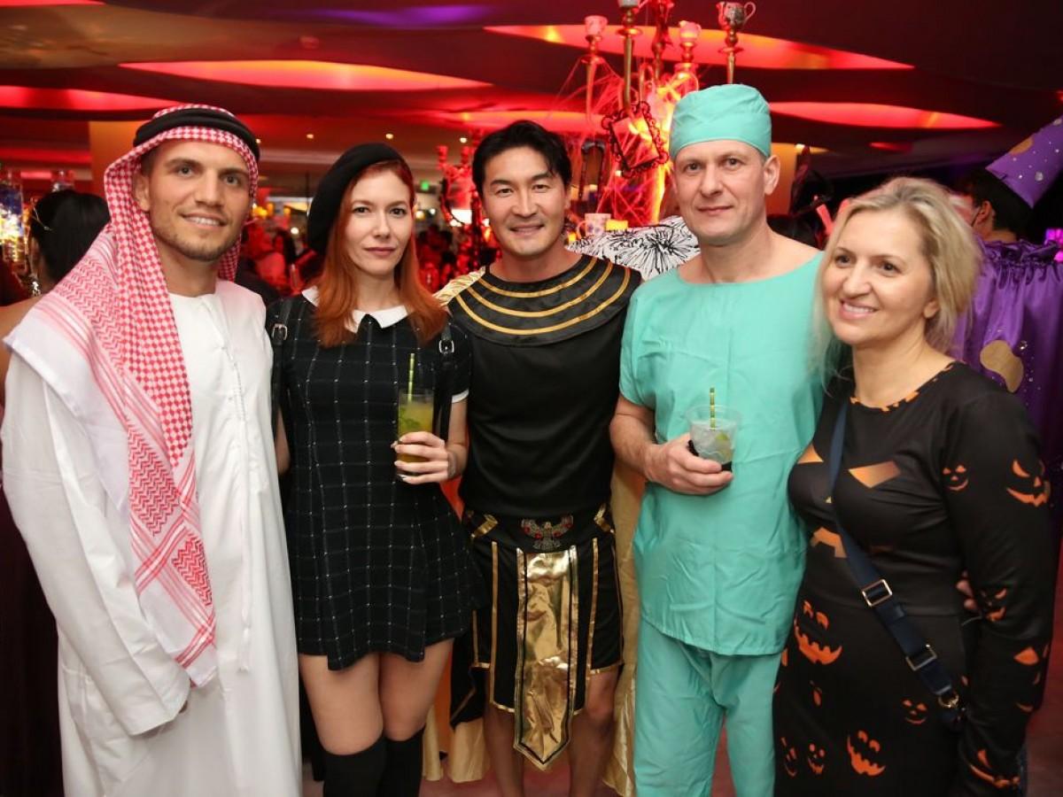 En el divertido y misterioso laberinto de la Noche de Brujas de La Concha Resort