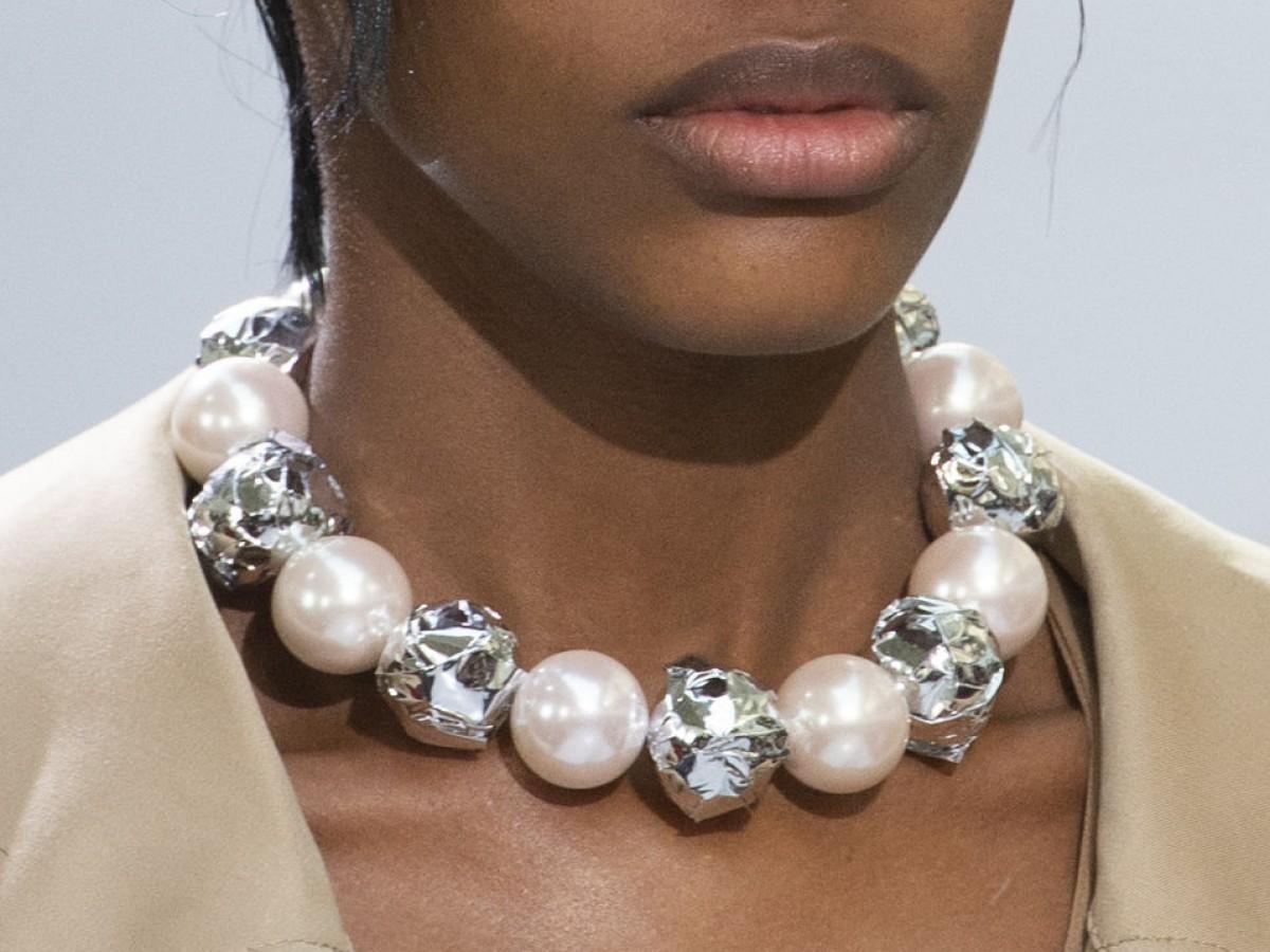 Actualiza el collar con adornos maximalistas