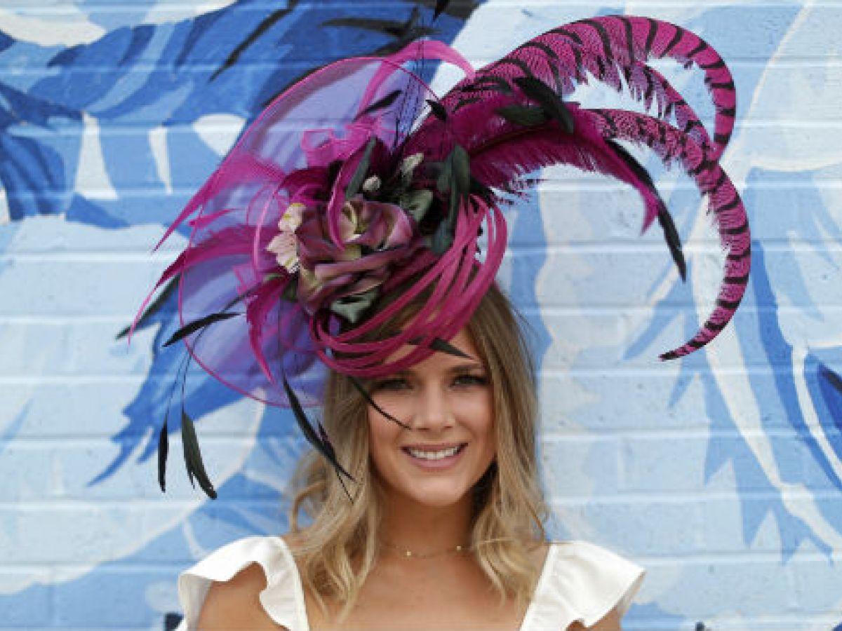 """""""Desfile"""" de sombreros en el Kentucky Derby"""