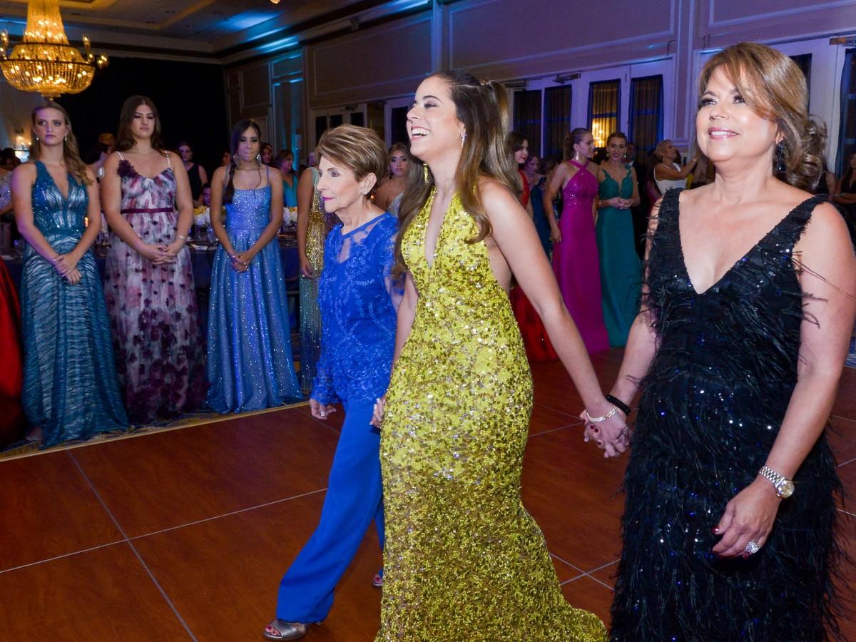 Proyecciones de elegancia en el prom del Colegio Puertorriqueño  de Niñas