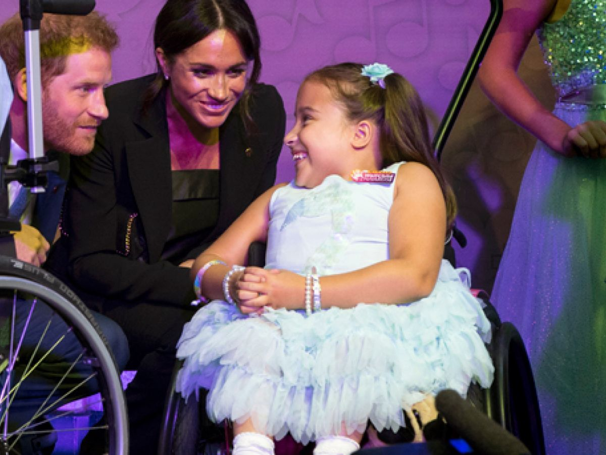 Las conmovedoras fotos de Meghan y Harry con niños luchadores