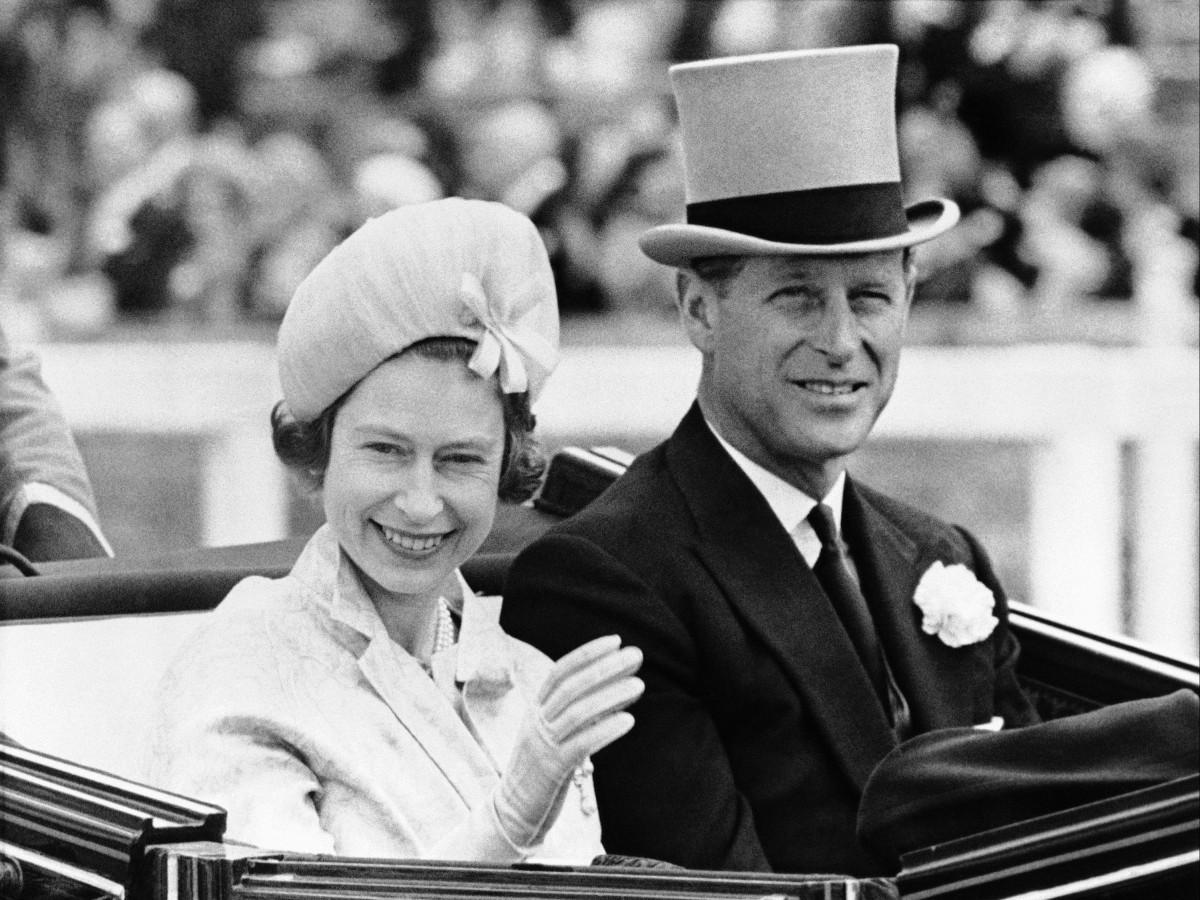 """La reina Elizabeth II sufre un """"gran vacío"""", reveló el príncipe Andrés"""