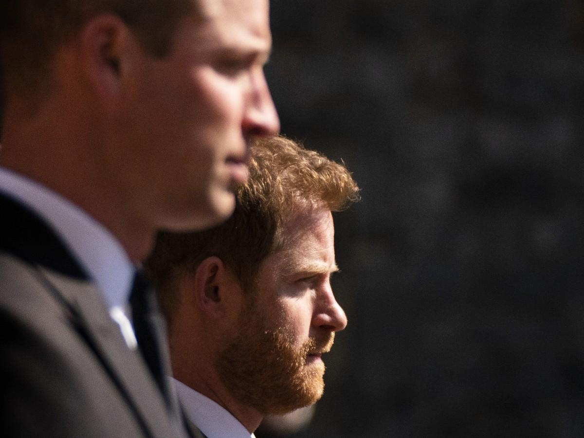 William y Harry juntos a la salida del funeral del príncipe Philip