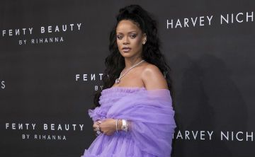 Marca de cosméticos de Rihanna es celebrada por diversidad