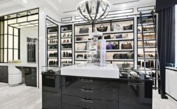 Esta mansión tiene un armario inspirado en una tienda de Chanel