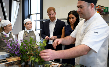 El príncipe Harry y Meghan aprenden sobre ingredientes nativos de Australia