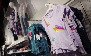 Marcas de ropa ofrecen opciones eco amigables para las compras de regreso a la escuela