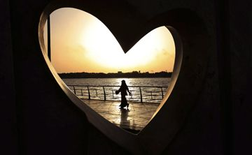 Mujer saudí con minifalda queda en libertad
