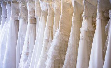 Miles de vestidos de novia se venderán al mejor postor en Florida