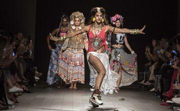 La diversidad de culturas se adueña del desfile de Desigual en Nueva York