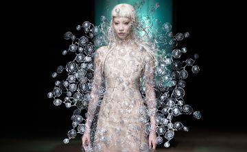 El mundo acuático de Iris Van Herpen