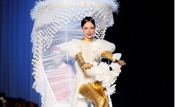 Coco Rocha se roba el desfile de Jean Paul Gaultier