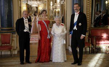 """La reina Letizia """"deslumbra"""" en la visita de Estado al Reino Unido"""