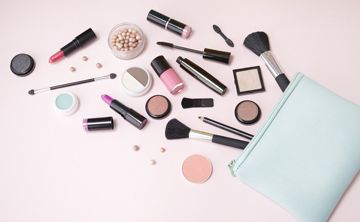 10 consejos para equipar tu cartera de cosméticos