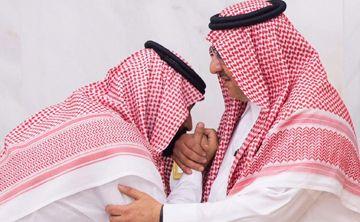 Rey saudí altera línea de sucesión y nombra a su hijo heredero
