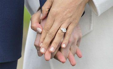 El anillo de compromiso de Meghan Markle tiene diamantes de la princesa Diana