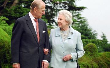 La reina Elizabeth II y el duque de Edimburgo cumplen 71 años de casados
