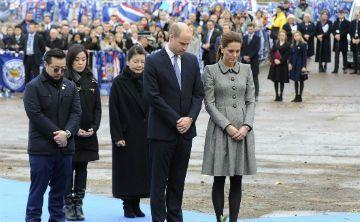 Los duques de Cambridge rinden homenaje al dueño de Leicester City