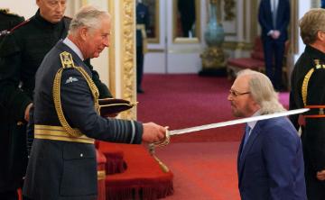 Barry Gibb es nombrado caballero del imperio británico