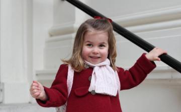 La princesa Charlotte va por primera vez a la escuela