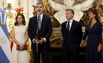 Los reyes de España inician visita a Argentina con un homenaje a San Martín