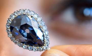 Subastan un histórico diamante azul de la reina Isabel de Farnesio