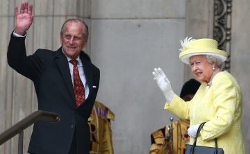 La reina Elizabeth II y su esposo no asistieron al bautismo del hijo de Kate