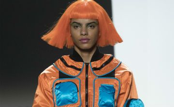 Tom Ford revive los 80 y Jeremy Scott viaja al futuro