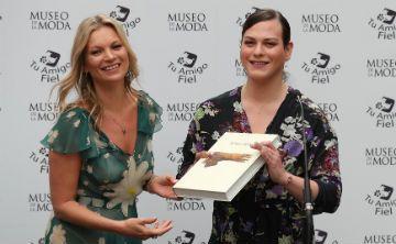 Kate Moss inaugura una exposición junto a Daniela Vega