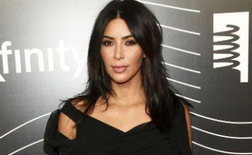 Llama la atención el nuevo collar de Kim Kardashian