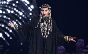Madonna luce llamativa joyería bereber en los MTV Awards