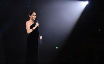 Meghan Markle sorprende con un vestido negro en los British Fashion Awards