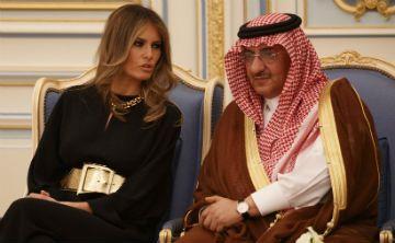 Melania Trump no se cubrió la cabeza en visita a Arabia Saudí