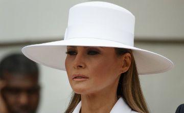 Melania Trump llama la atención por su sombrero