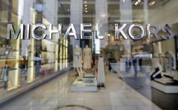 Michael Kors cerrará más de 100 tiendas en los próximos dos años