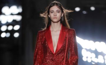 Mujeres dominan la pasarela de la Semana de la Moda Masculina en Milán
