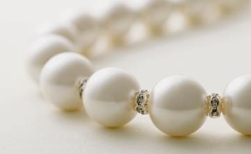 Giro moderno a las perlas