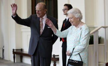 El duque de Edimburgo es sometido a una operación de cadera