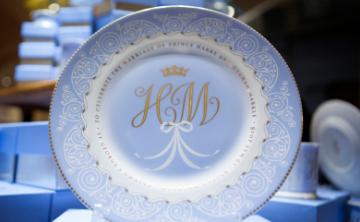 Porcelana conmemorativa de la boda de Harry y Meghan ya está a la venta