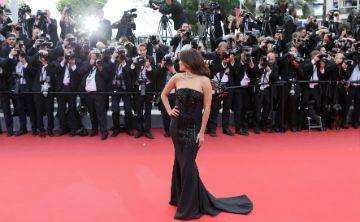 Invitación a vestir de negro en los premios Golden Globe