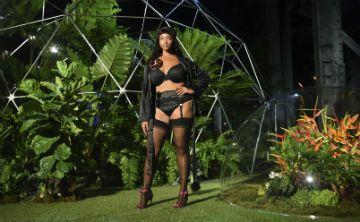 Rihanna cierra la pasarela neoyorquina con lencería