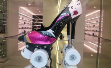 Yves Saint Laurent te invita a no perder el equilibrio con su nueva colección de calzado