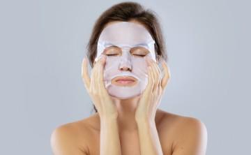 Usar mascarillas cuando tu piel descansa puede limpiarla y humectarla