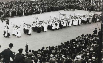 Exhibición conmemora primer centenario derecho al voto de la mujer en Nueva York