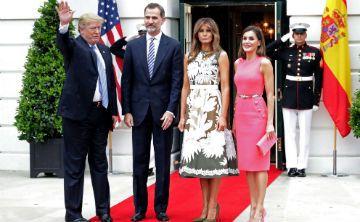 La reina Letizia lleva vestido que lució hace un año Melania Trump