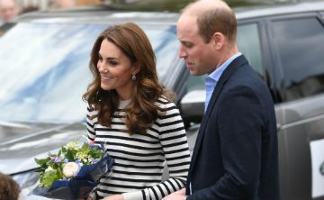 El príncipe William y Kate conocen al nuevo bebé real