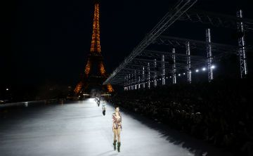 París se viste con la moda de Saint Laurent