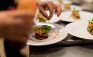 Restaurante francés de calibre mundial deleita a puertorriqueños