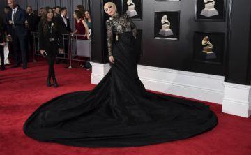 Variedad de estilos en la alfombra roja de los Grammy
