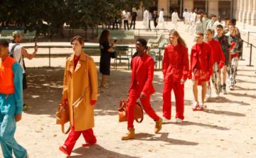 Virgil Abloh celebra la diversidad durante su debut en Louis Vuitton